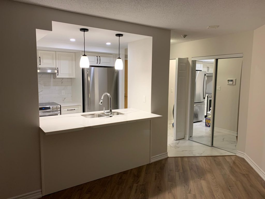 luxury basement with small kitchen - basement finishing compeny DRV toronto